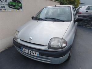 renault clio rte essence annee 2000 152000 km 1900 nice cozot voiture. Black Bedroom Furniture Sets. Home Design Ideas