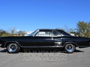 Buick Riviera Sedan noir laqué