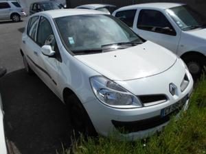 RENAULT Clio III cv AUTHENT. 5p. ACCIDENTEE
